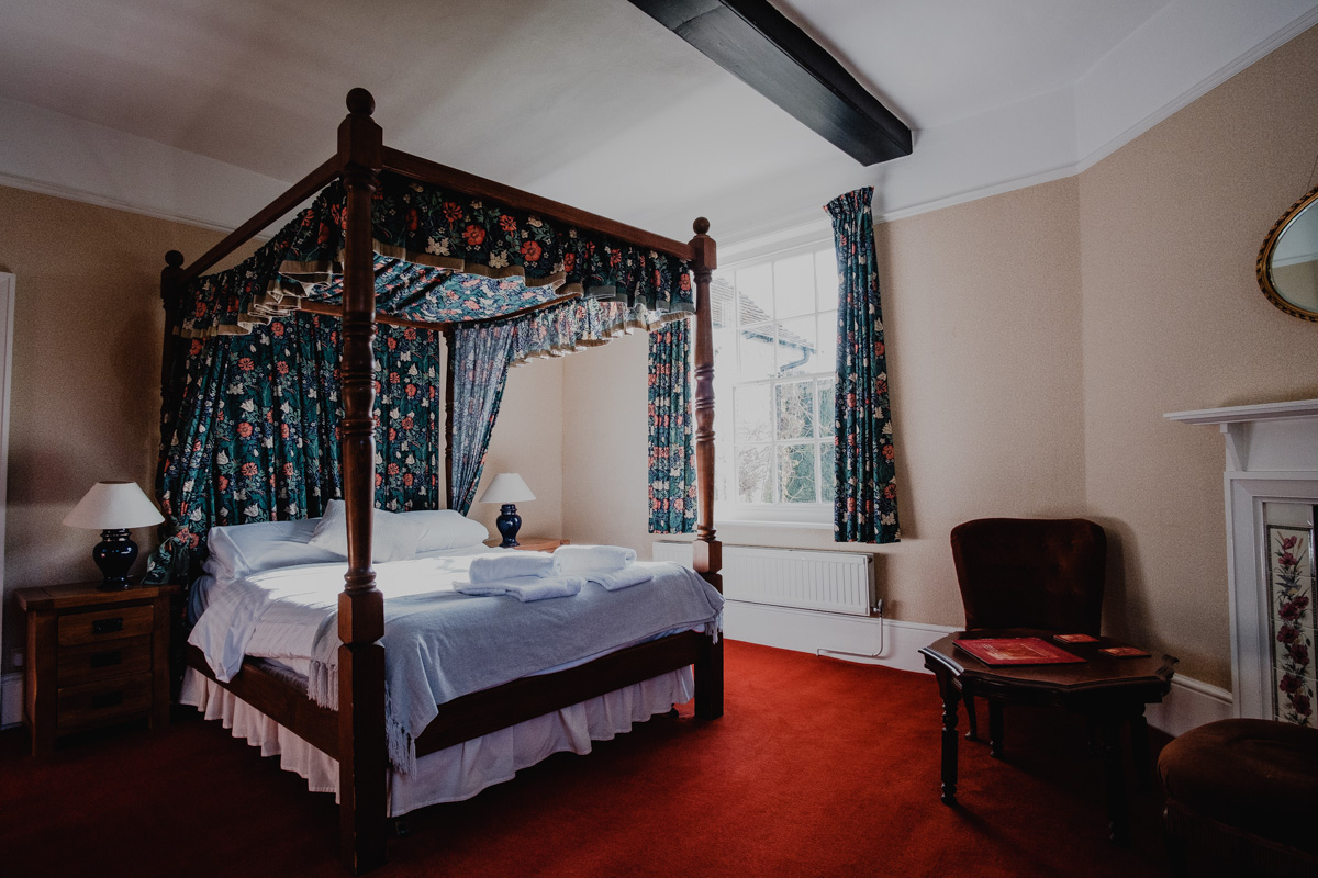 Four Poster Room 03